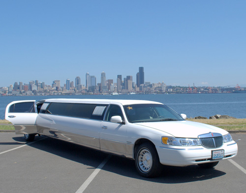 White 12 Passenger Lincoln Towncar Limo Amy S Limo